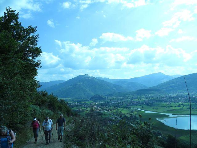 první část trasy vedla obslužnou cestou po svahu hory