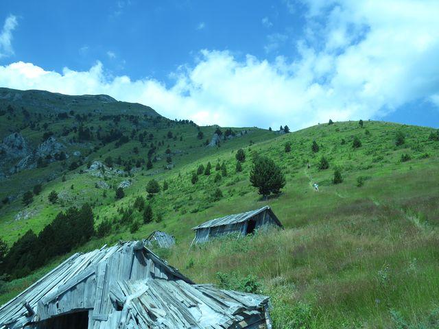 kolem zbytků salaší vzhůru na Smetný vrch, 2 210 m