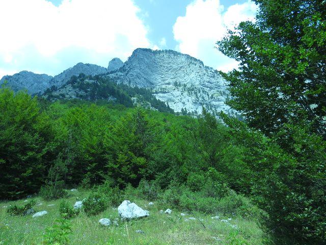 vrcholky Karanfili jsou dokonalou učebnicí geologie