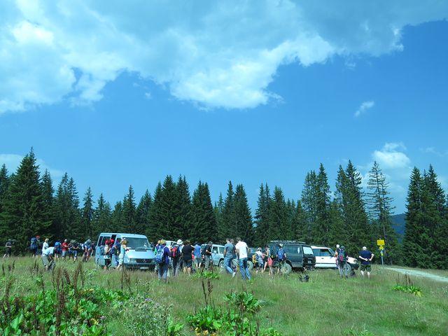 příjezd auty na katuň Bajroviča