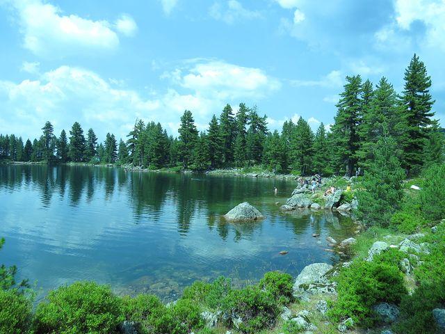 Hridské jezero ve výšce skoro 2 000 metrů nad mořem