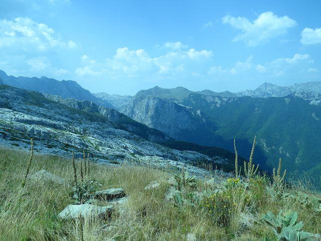 údolí Grbaje ze svahů Maja e Podgojs