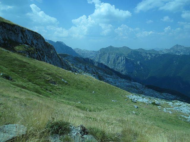zcela vpravo Velký vrch, 2 190 m