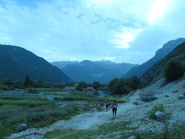 Alipašovy prameny - v dálce svahy nad údolím Ropojana