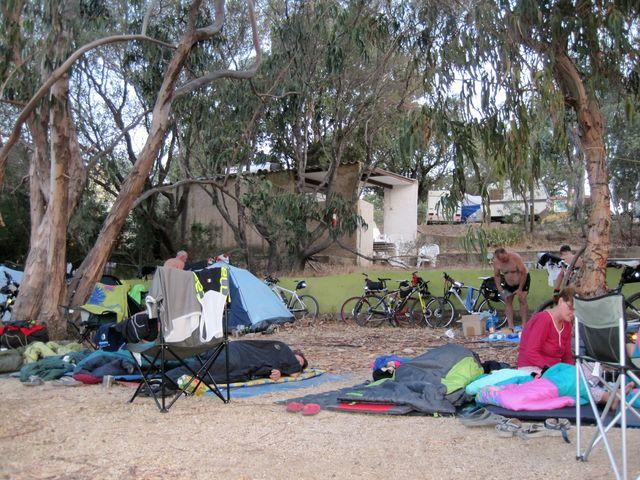 časné ráno v kempu Monte Ortu Lumio