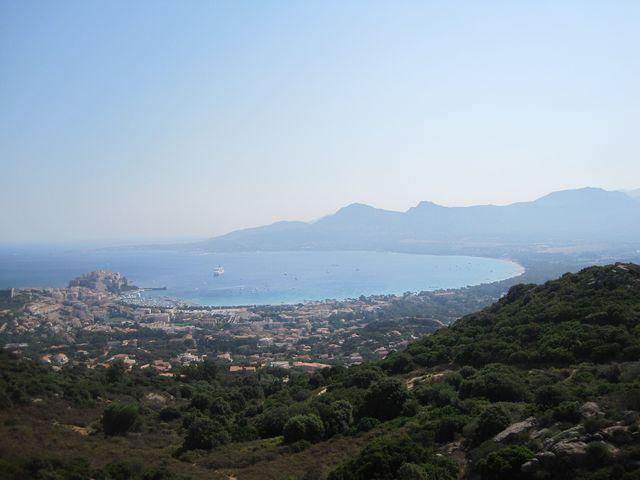 výhled na Calvi od kaple Panny Marie - opar z vedra
