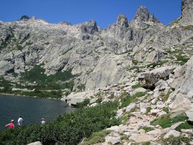 o 200 metrů výše je jezero Lac de Capitello