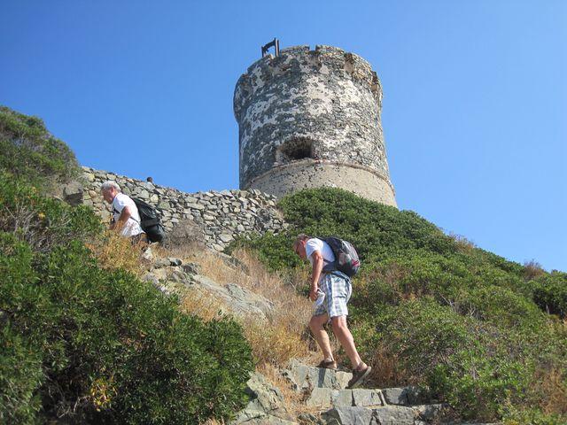 vchod do dvacetimetrové věže byl ve výšce devět metrů