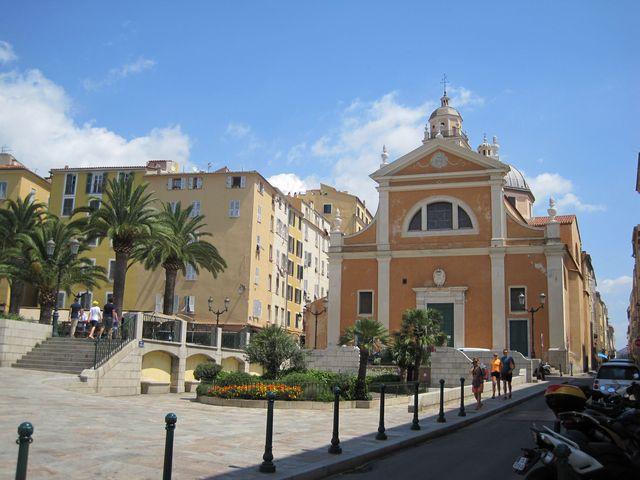 v katedrále byl pokřtěn Napoleon