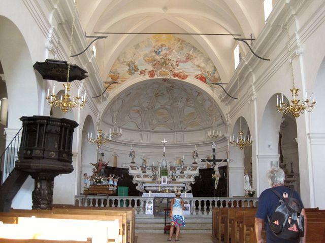 interiér kostela P. Marie - zde je pochován zakladatel a patron města Bonifacius