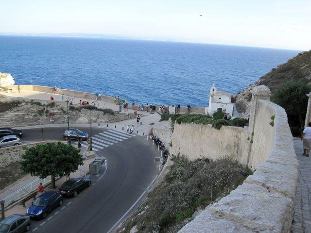 kaple sv. Rocha na terase nad mořem