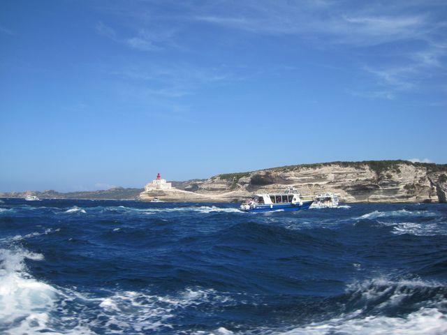 vlny si s naší malou lodí pohrávaly
