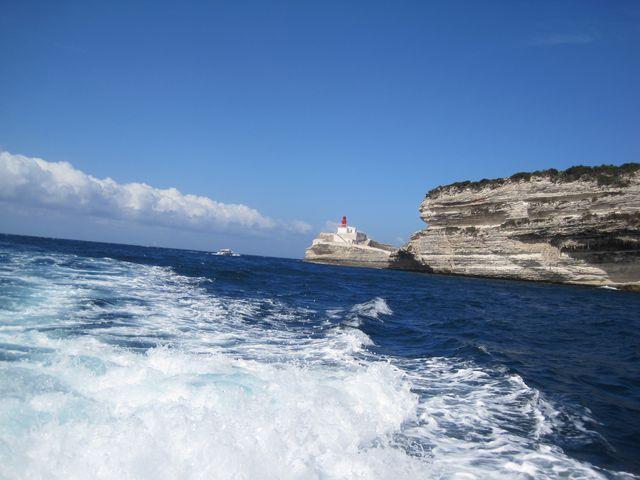 maják Madonetta hlídá vjezd do přístavu