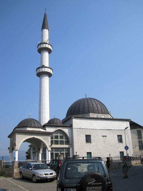 raketa minaretu nové Sultánské mešity v Plavu