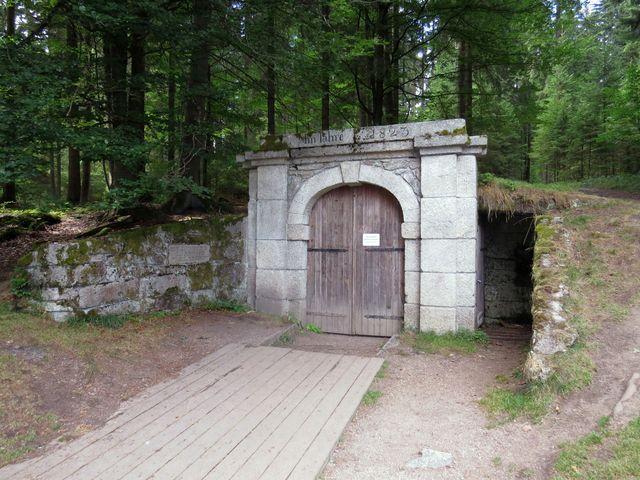 Dolní portál Schwarzenberského kanálu na Jeleních Vrších
