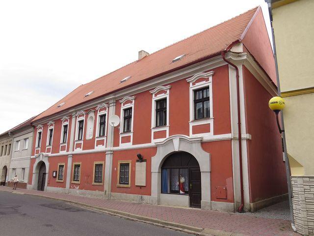 fara v Třebenicích, kde byl zavražděn P. Dr. Kubíček