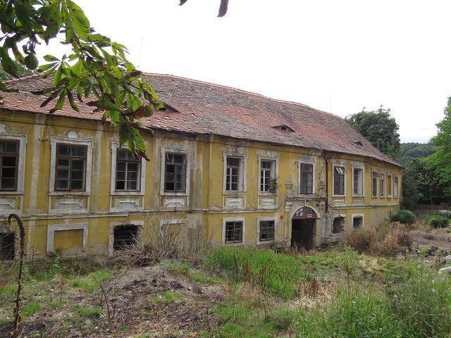 ruiny zámku v Borči