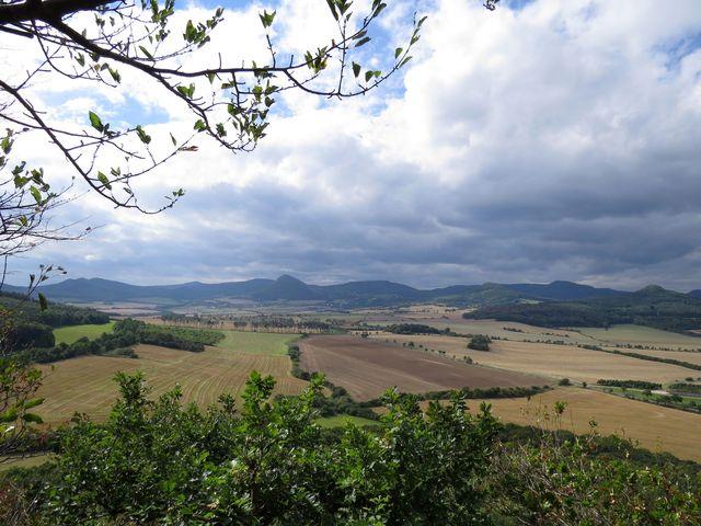 vyhlídka ze svahu kopce Boreč