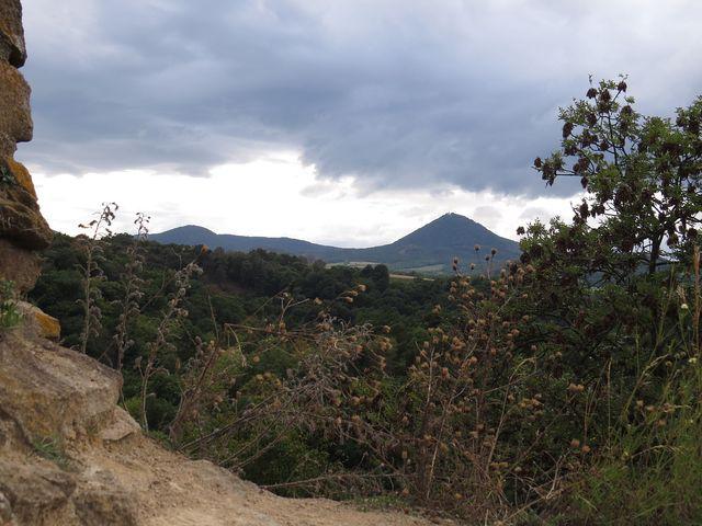 neotřelé výhledy na Milešovku u ostrohu od hradu Opárno