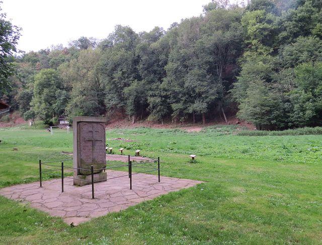 morový kámen na bývalém pohřebišti