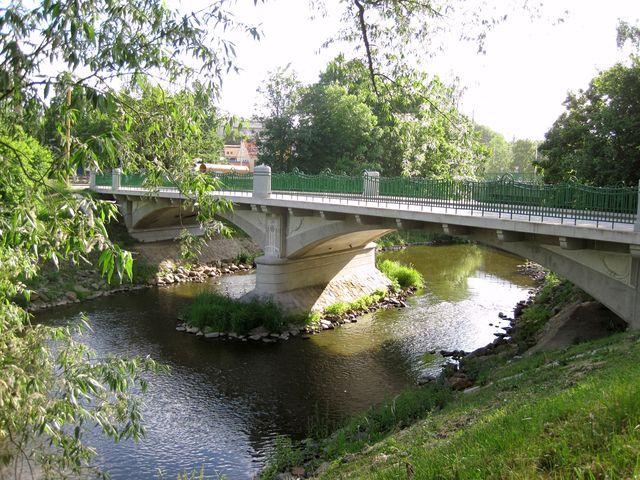 secesní most z roku 1908 prošel před několika lety rekonstrukcí; www.svatosi.cz
