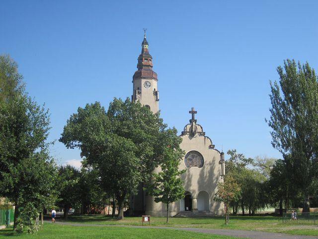 secesní evangelický kostel slouží v současnosti výstavám