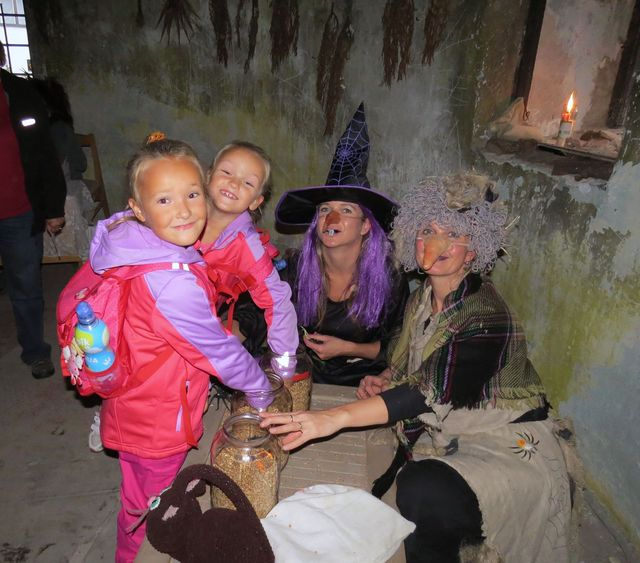 čarodějnice ve Větrníku na Kanciborku chovají pavouky a štíry, které musí děti neohroženě najít