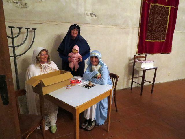 tři sudičky s právě narozenou Šípkovou Růženkou