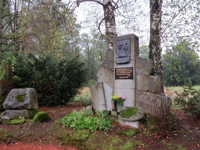 pomník byl instalován v roce 1955, opraven roku 2005