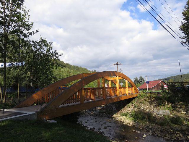 most přes Lomnou pro pěší a cyklisty