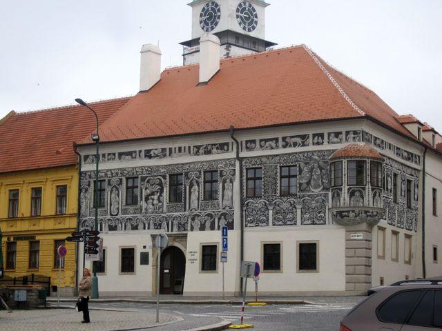 Malovaný dům na Karlově náměstí v Třebíči; www.svatosi.cz