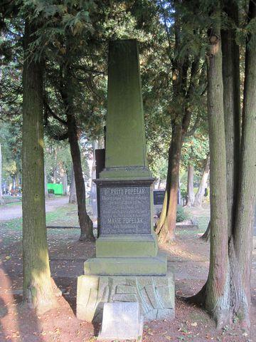 pomník a hrob starosty JUDr. Popelaka