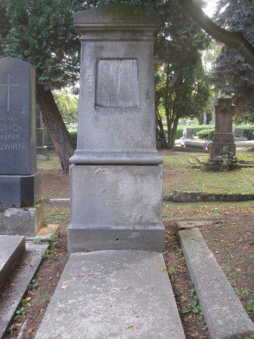 hrob JUDr. Jakoba Sitky, starosty a člena Mužského pěveckého spolku