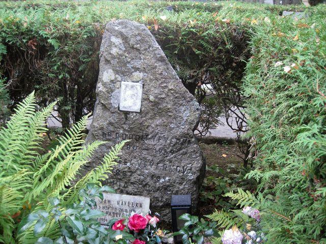 hrob rodiny Veverkových
