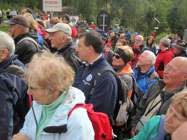 turisté soustředěně vyslechli všechny řečníky