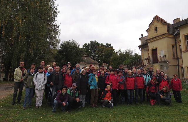 společný snímek na nádvoří želivského kláštera
