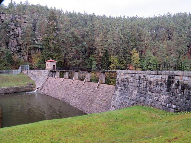 nádrž vybudovaná ve 20. letech 20. století slouží k vyrovnávání nepravidelných průtoků pod sedlickou hydroelektrárnou