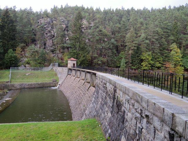 součástí nádrže Vřesník je malá vodní elektrárna