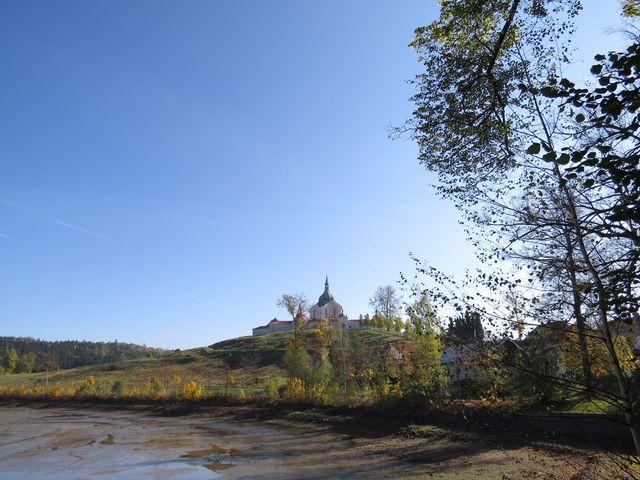 pohádkový pohled na kostel na Zelené hoře u Žďáru nad Sázavou