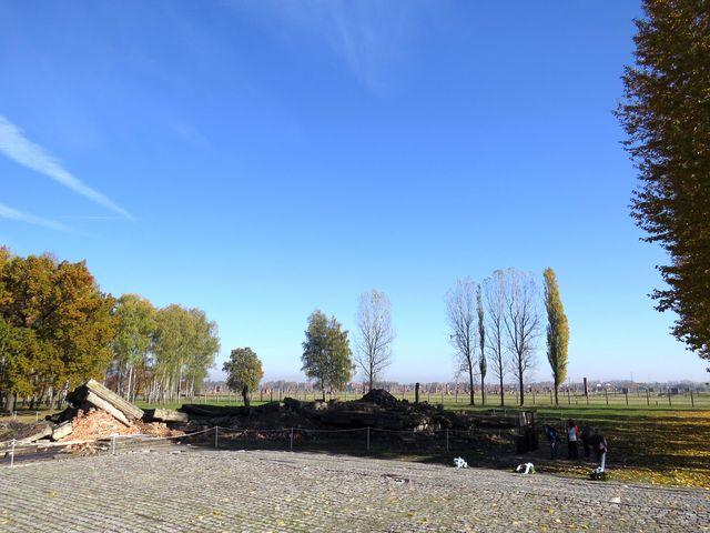 zde bývaly plynové komory a krematorium