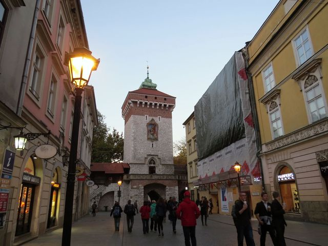 Floriánská brána je jediná zachovaná z městského opevnění, které vzniklo ve 13. století