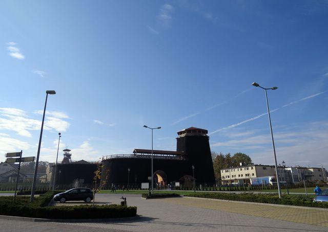 Vělička - budovy, které patří solným dolům; www.svatosi.cz