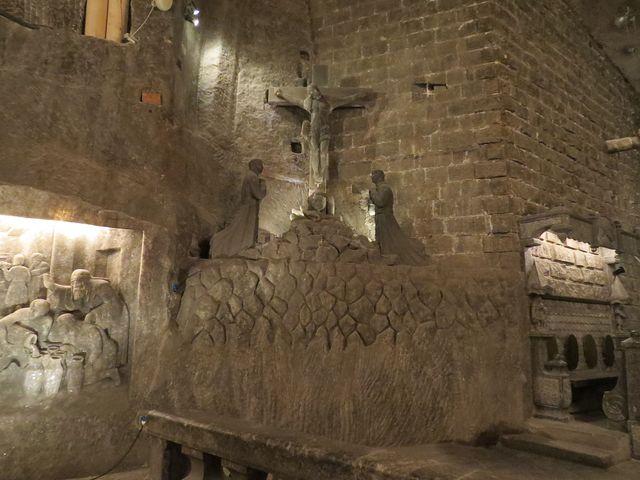 """sochařská výzdoba kaple sv. Kingy, patronky """"bílých"""" horníků"""