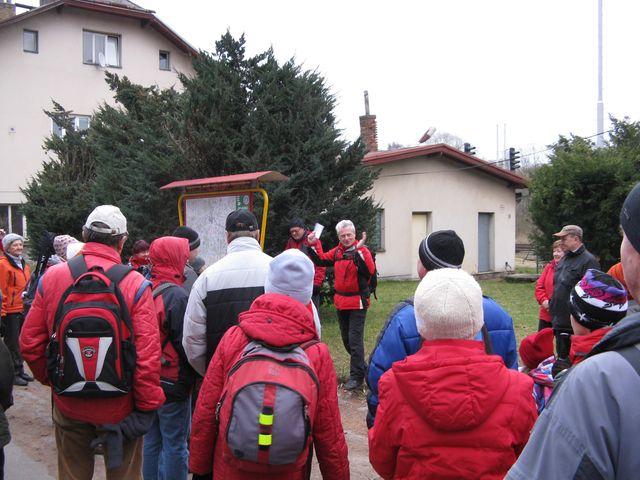 Mirek Svatoš sděluje program vycházky; foto M. Bradová