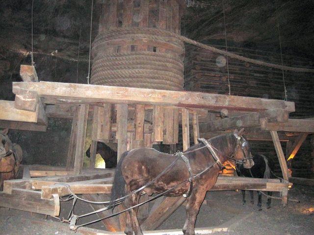 v muzeu hornických pracovních zařízení a nástrojů