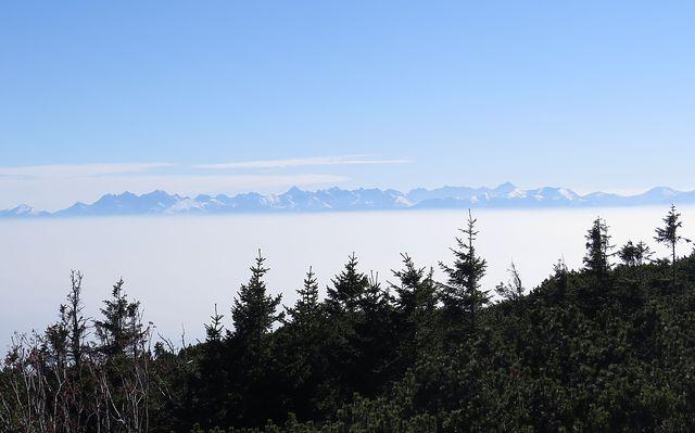 při výstupu na vrchol Sokolica jsme si užívali výhledy na slovenské hory