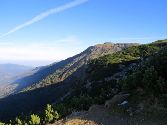 ohlédnutí na hřebenovou cestu, která nás dovedla na vrcholek Babí hory