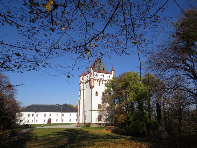 Bílý zámek a Bílá věž