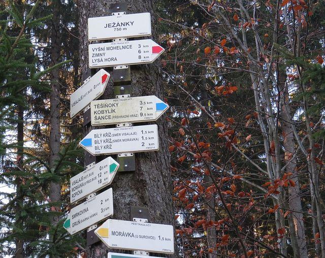 turistické informační místo kousek od parkoviště ve Visalajích; www.svatosi.cz