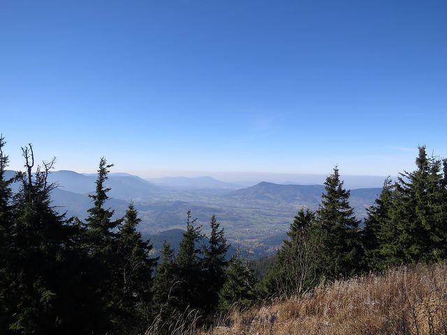 výhled do údolí pod Lysou horou